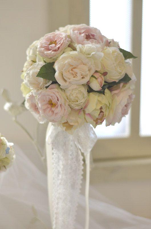 綿のように柔らかく、羽のように軽い。 そんな、イメージでお作りしたアンジュ。ブーケ&ブートニア・花冠・リストレットの3点セット。