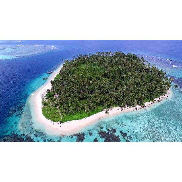 Pulau Tailana di Kepulauan Banyak di Aceh Singkil.  Video by @BarryKusuma  #PesonaIndonesia #wonderfulIndonesia