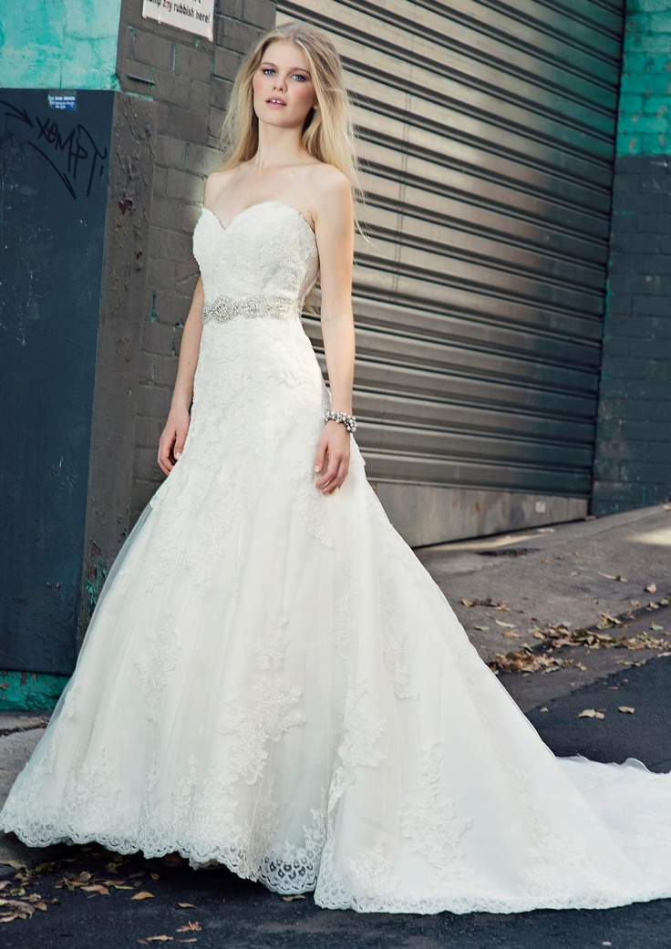 Bridal Gowns: Henry Roth A-Line Wedding Dress with Sweetheart Neckline and Natural Waist Waistline
