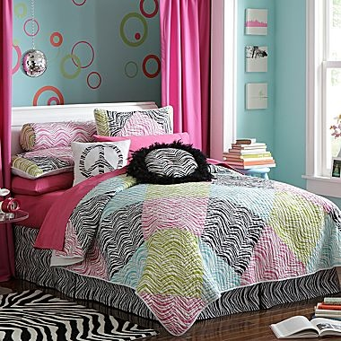 Lia 39 S Room Seventeen Zebra Peace Coverlet And
