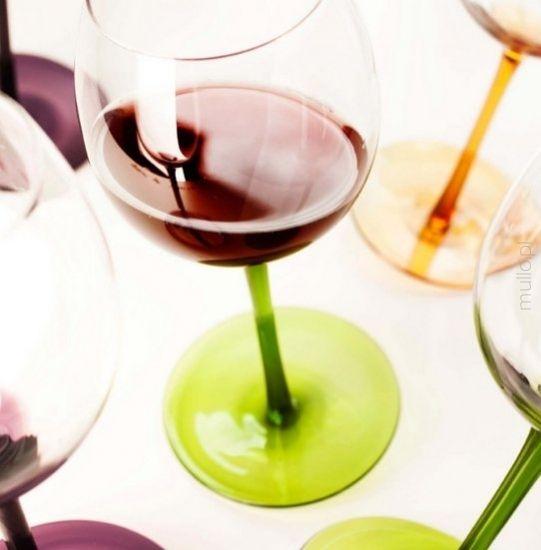 bujające się kieliszki marki Sagaform kieliszek wino kolorowe kieliszki