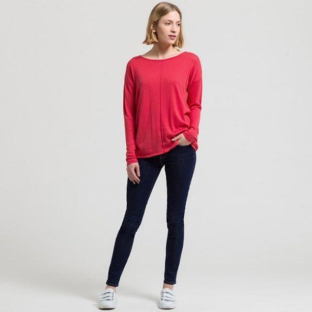 Цветотерапия от Armedangels - летний свитер яркого кораллового цвета поднимет настроение как вам, так и вашему окружению. Работает безотказно. Проверено.✔ #spring #fashion #outfitidea: #stylish & #trendy #spring #sweater helps to create #chic #outfit #мода #стиль #тренды #джинсы #свитер #модно #стильно #новаяколлекция #киев