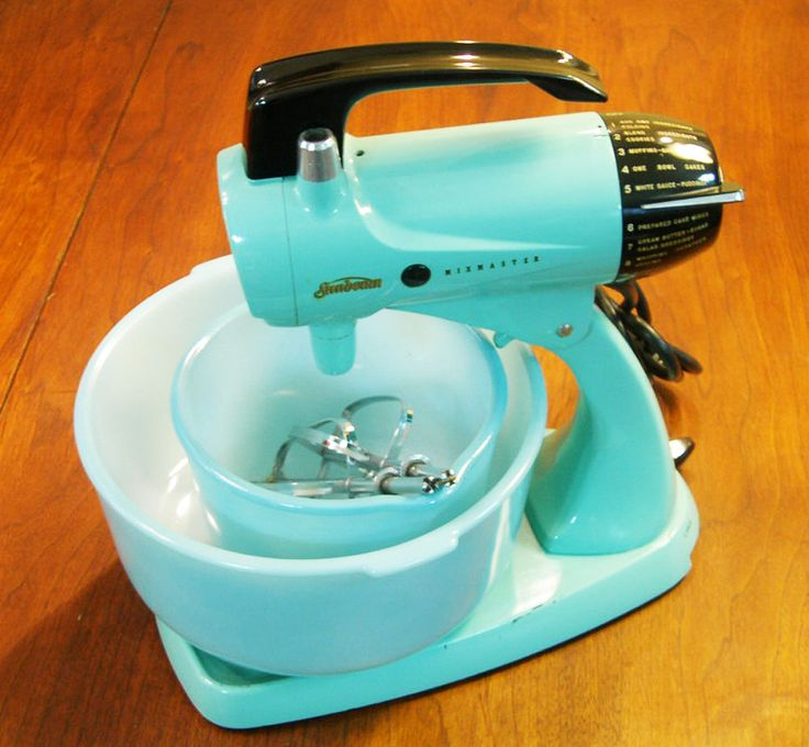 Vintage Light Blue Turquoise Sunbeam Mixmaster Model 12 Mixer 2 Bowls 2  Beaters