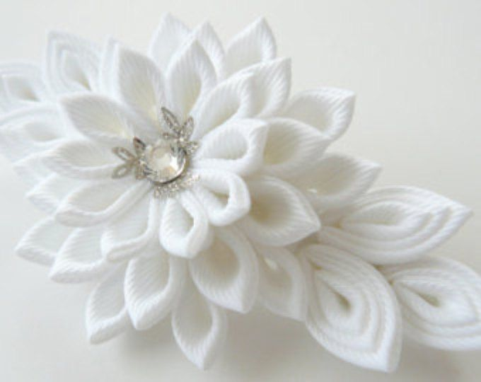 Fiore di stoffa bianco nuziale Kanzashi francese fermacapelli. Parrucchino nuziale.