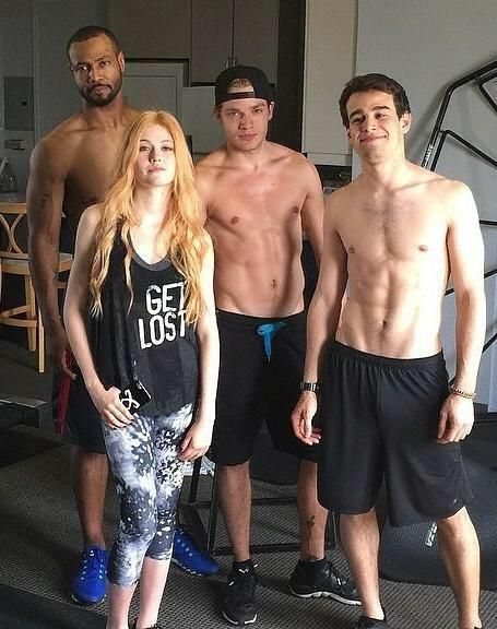 I'm pretty sure this was totally unnecessary and theses guys were just trying to make us feel inferior.  How spectacular are those six packs? And I'm loving Kat's phone case
