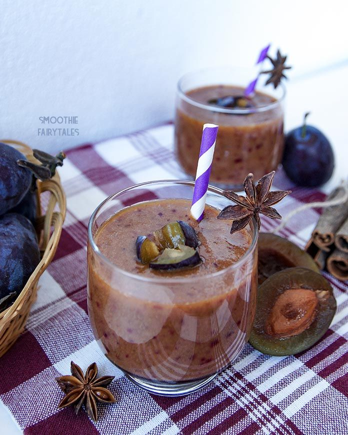An apple & plum #smoothie is a perfect blend of low-calories and tastiness. To make this simple smoothie more scrumptious I spiced it up with cinnamon and raw cocoa.