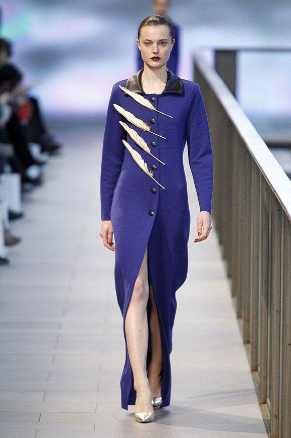 Vestido con abertura frontal de color azul marino en el 080 Barcelona Fashion #trend #fashion #catwalk #Barcelona #Naulover #fall #winter #2015
