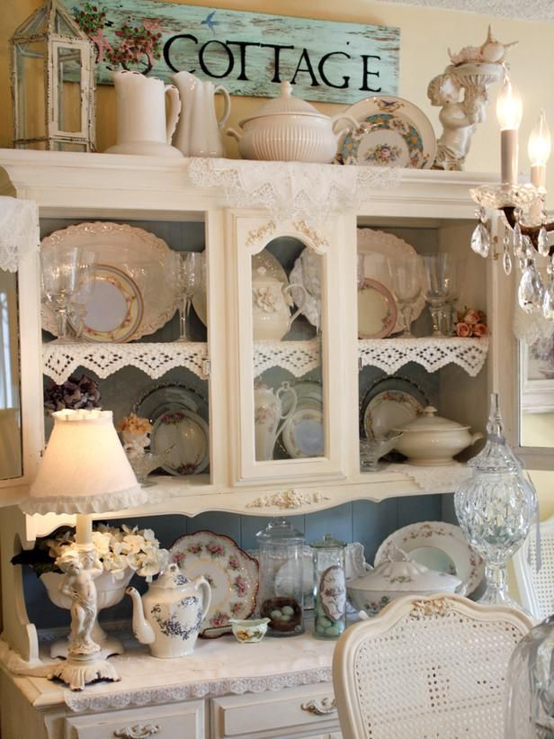 shabby chic decor vintage china cabinets and shabby chic dining. Black Bedroom Furniture Sets. Home Design Ideas