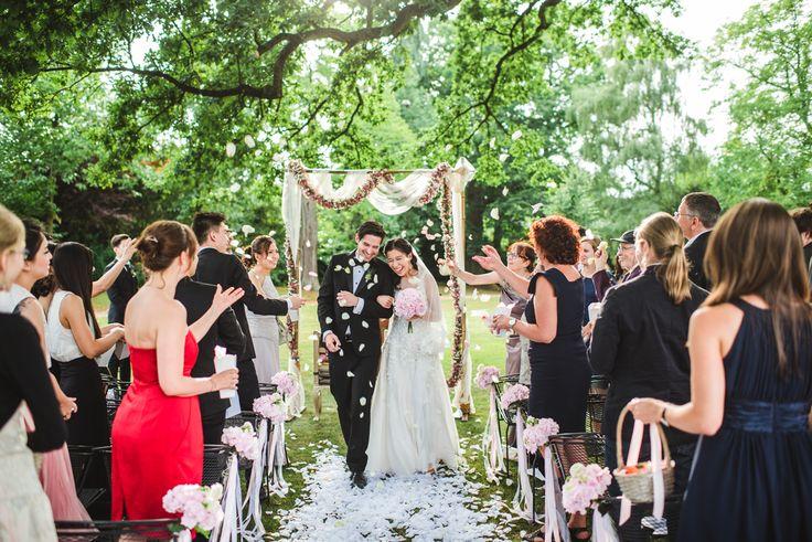 Trauung im Grünen unter Bäumen - Hochzeit im Schloss Bloemendal in Holland - outdoor wedding ceremony - GEORGIJ SHUGOL