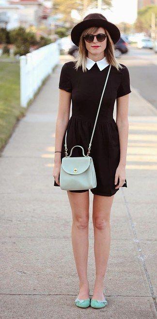 Zapatos y cartera color pastel y sin medias. Ideal para un paseo de fin de semana.   17 Ideas de moda para lucir como Merlina Addams en tu día a día