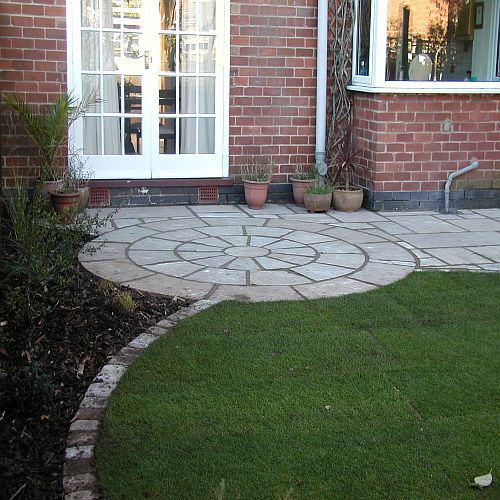 Stone circle paving google search outdoor oasis for Garden designs with stone circles
