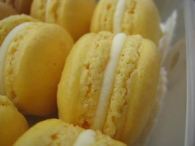 macarons al caramello salato e al frutto della passione...by i dolci di Pinella