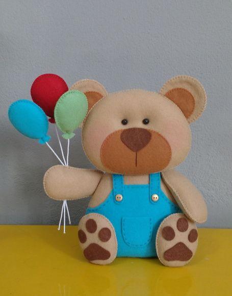 Urso em feltro para nicho, centro de mesa ou decoração de eventos.  *Fica em pé sem apoio!    Altura: 25 cm