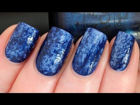 Saran Nails Manicure  ~ achieve a mottled look with plastic wrap from the kitchen. Tutorial by Demeiza's World