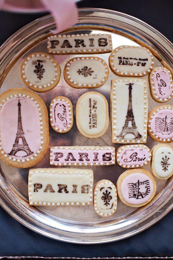 Eiffel Tower cookies for a Parisian themed shower. Petit Gateau Concept Parties.