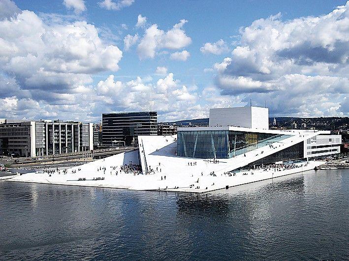 Operahuset, Oslo - Norfloor Prosjekt Referanser Norfloor har levert membraner, flislim, fugemasse og silikonprodukter til den nye operaen i Bjørvika. Produktene er benyttet til garderobe og toaletter, samt til Kongelosjen.
