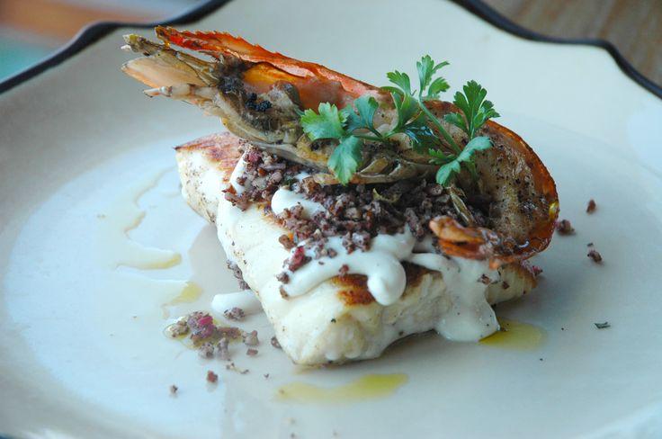 鯛と海老のグリル くるみ・スマック・タヒニヨーグルト添え