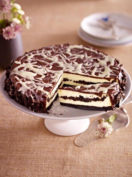Der Oreo-Kuchen vereint crunchige Kekse mit einer feiner Quarkcreme.