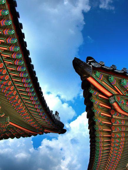 Korean painted roof eaves
