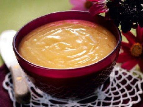 Recept på en frisk och smakrik curd som smakar utsökt på rostat bröd eller som fyllning i en tårta.