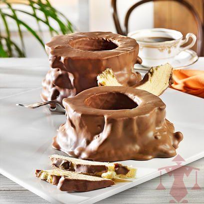 Umhüllt von zartschmelzender Vollmilchschokolade lässt diese Variante des Baumkuchens nicht nur eingefleischte Naschkatzen schwach werden. Zu finden unter: http://www.paul-schrader.de/kaufen/salzwedeler-baumkuchen-vollmilch-1-ringer-3706