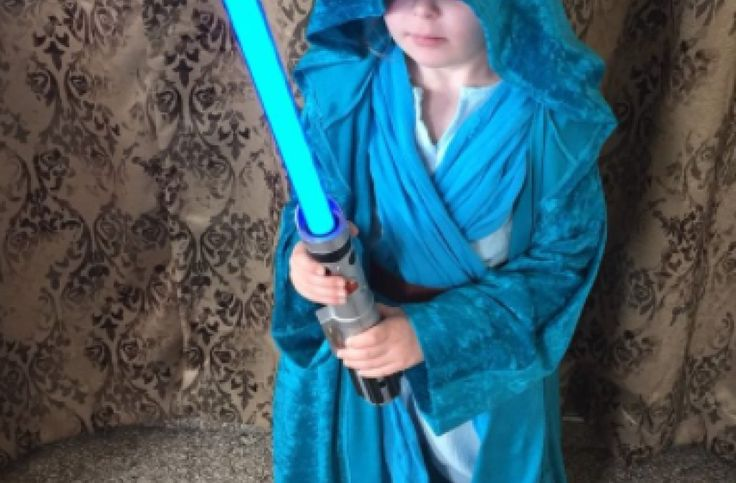 Awesome dad combines daughter's favorite movies to create epic costume