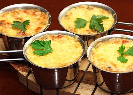 Жульен с грибами. Рецепты жульена с грибами. Как правильно готовить жульен с грибами. Как приготовить дома жульен с грибами вкуснее, чем в ресторане - полезные советы кулинаров.