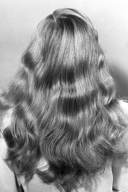 terrysmalloy:    Veronica Lake's hair, c1941