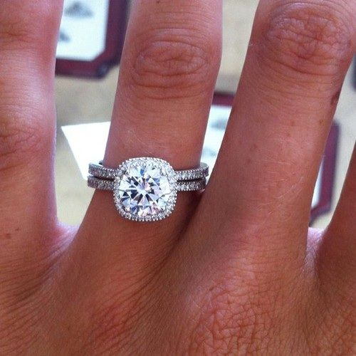 perfect engagement ring a diamond with a few or even no diamonds on the band - Perfect Wedding Ring