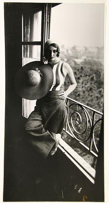 Jacques-Henri Lartigue. (1894 - 1986) - Renee Perle, 1930. S)
