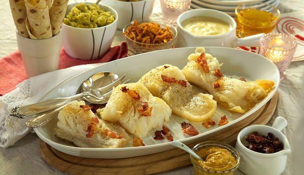 Den tradisjonsrike lutefisken kan kokes på flere måter, og her viser vi deg flere. Felles for dem er at det er viktig å passe godt på når du tilbereder lutefisk.