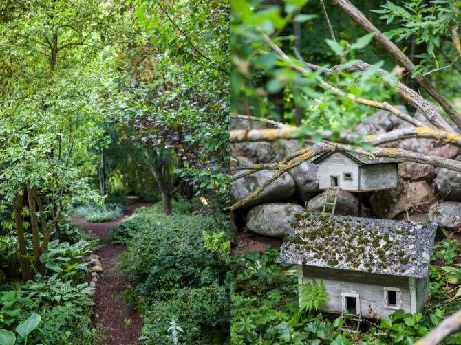 Växter från hela världen samsas nu kring grusgångarna, runt stenbelagda sittplatser och dammar. Makarna har hämtat inspiration under resor runt om i världen. Tydliga influenser från engelskt lummiga trädgårdar syns. Titti och Seppo har kombinerat träd, buskar och perenner, och planterat tätt. Då håller sig fukten bättre och ogräset håller sig borta. De två små husen hittades på återvinningscentralen. De blev bostäder åt småfolket.