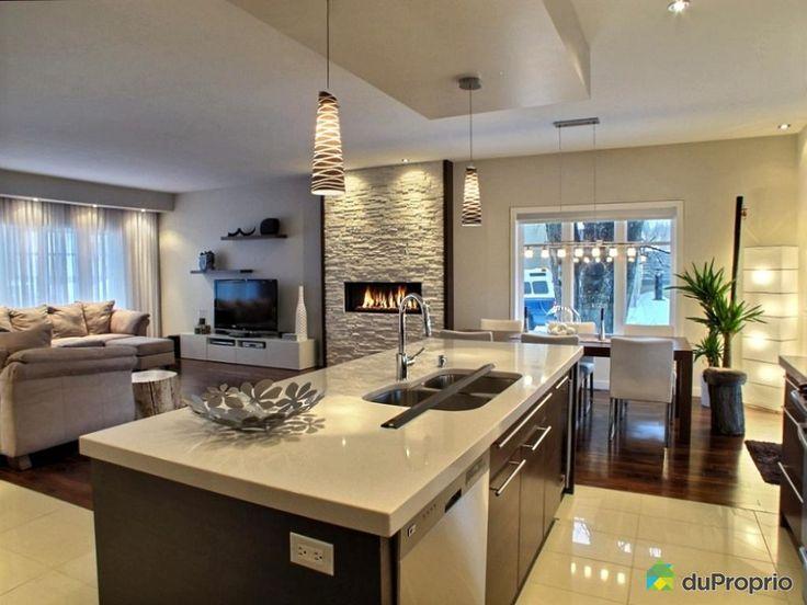 -Finition haut de gamme -Foyer au gaz -Plafonds 9 pieds -Cuisine au prix Nobilis en 2009, comptoirs en quartz et granit -Retombée de plafond, nombreux encastrés -Air climatisé -Cellier -Cour arrière en béton estampé, patio couvert.