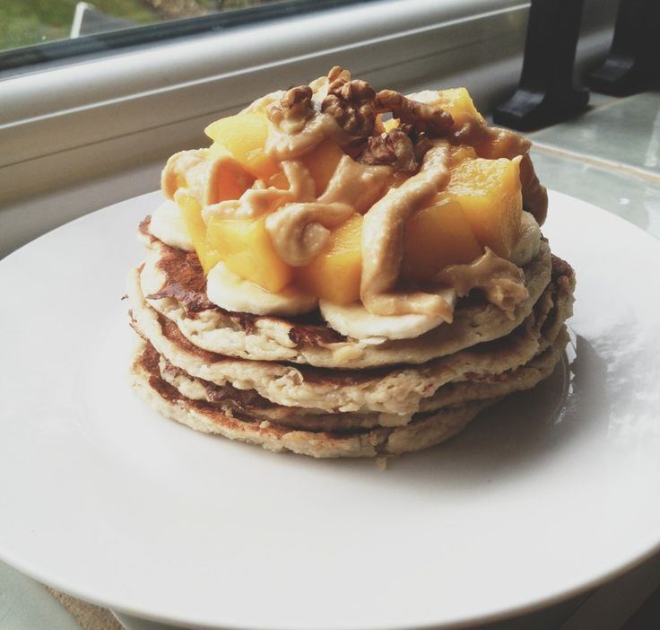 ... banana pancakes with banana, mango, homemade peanut butter and crushed