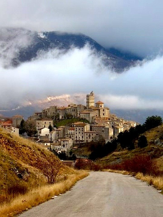 Castel del Monte, Abruzzo, province of L'Aquila location for the film The American with George Clooney.