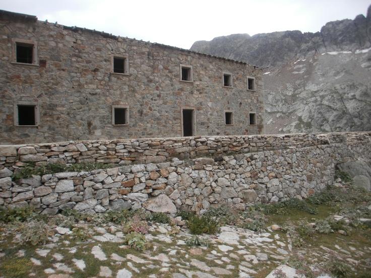 Realizzazione muri in pietra