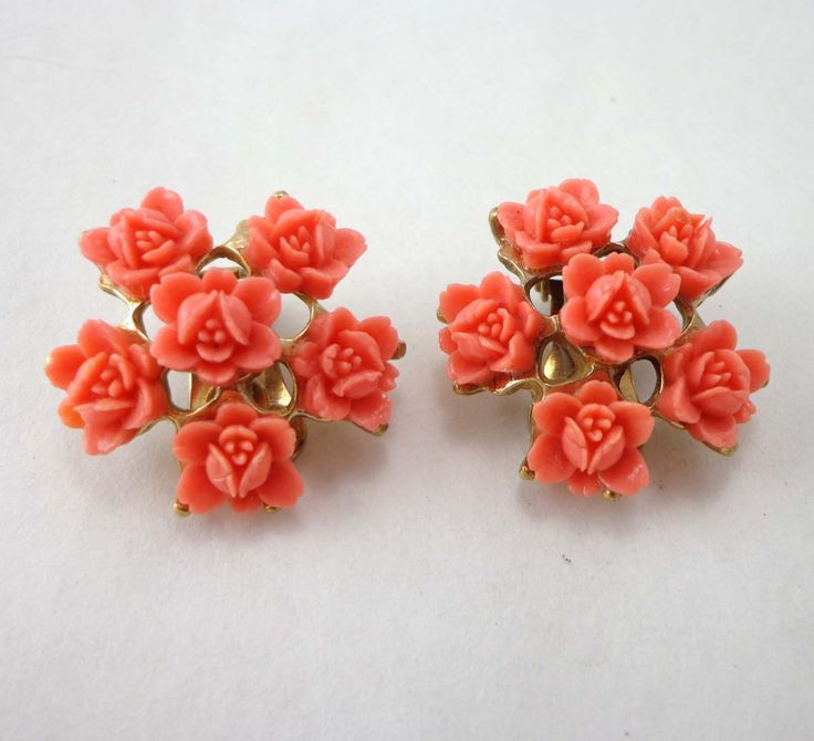 Vintage Coral Flower Earrings Plastic Clip On Gold Tone 745 by JellyBellyJewels on Etsy