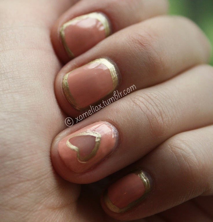 Negative Space.: Nails Pink, Gold Almonds Nails, Nails Art, Nailpolish Nailart, Manicures Nails, Negative Spaces Nails, Nailss, Heart Aaah, Paintings Nails