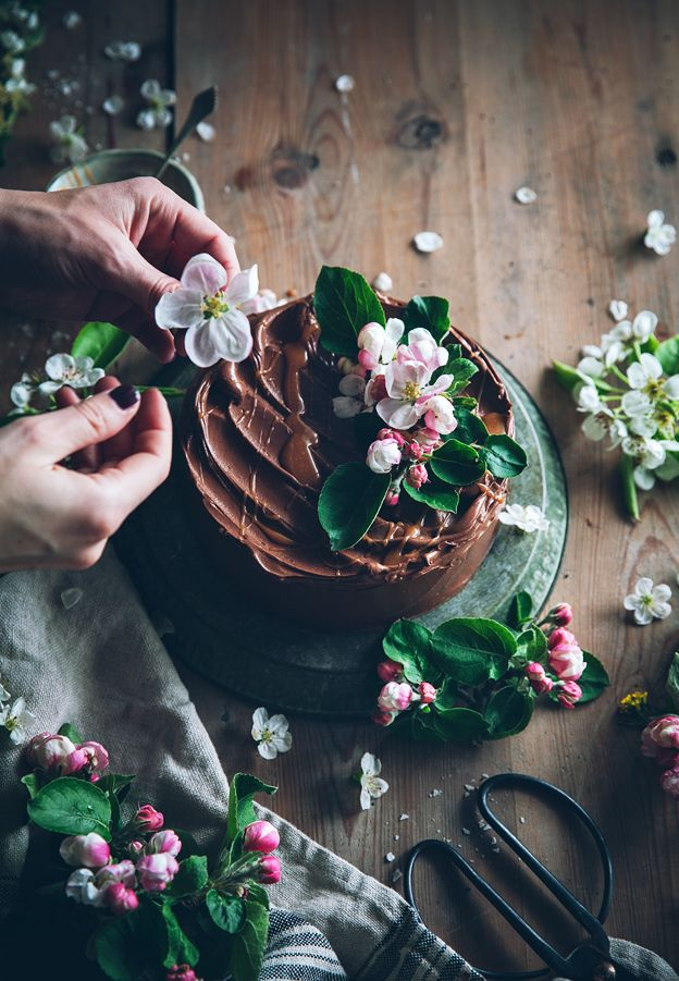 Call me cupcake: Gluten-free almond cake with chocolate fudge frosting