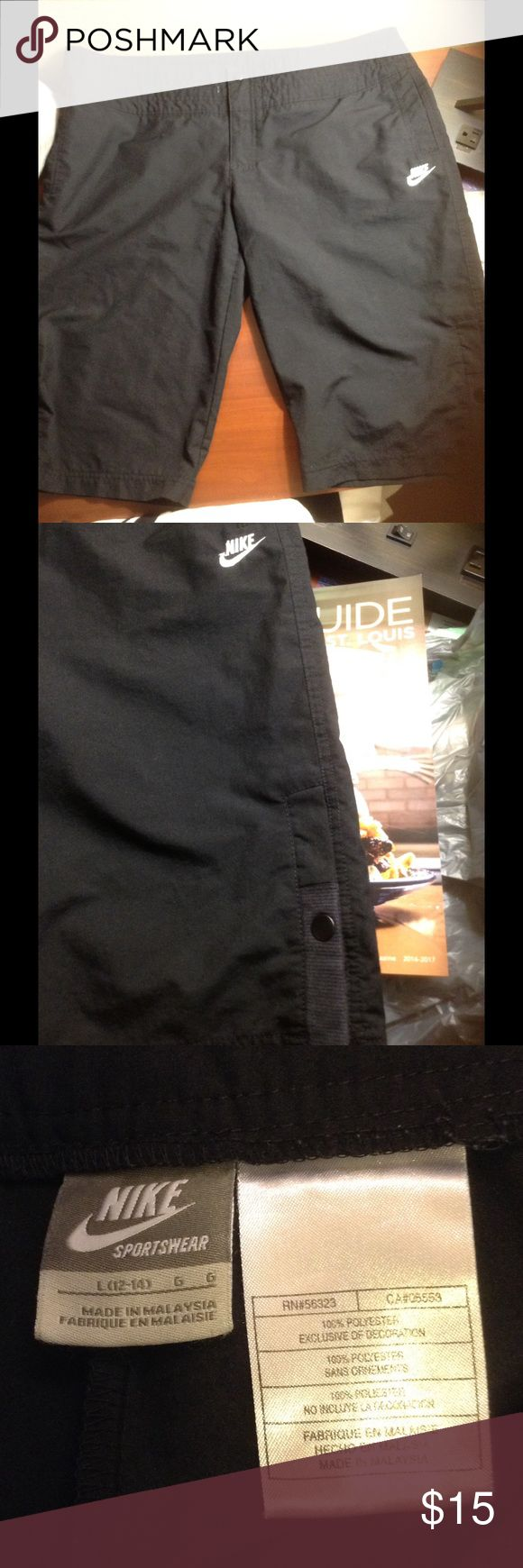 Woman's Nike shorts Real nice Nike sportswear shorts, size 12-14, no draw string Nike Shorts