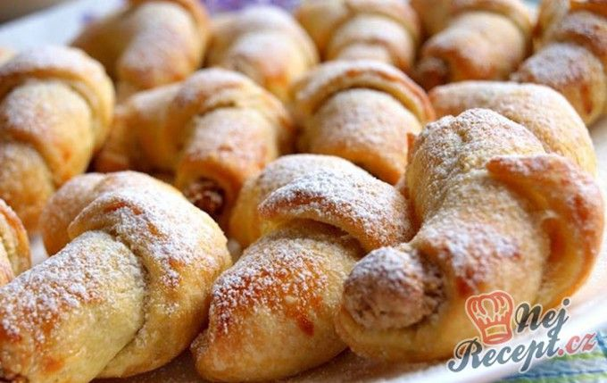 Rohlíčky ze šlehačkového těsta s ořechovou náplní