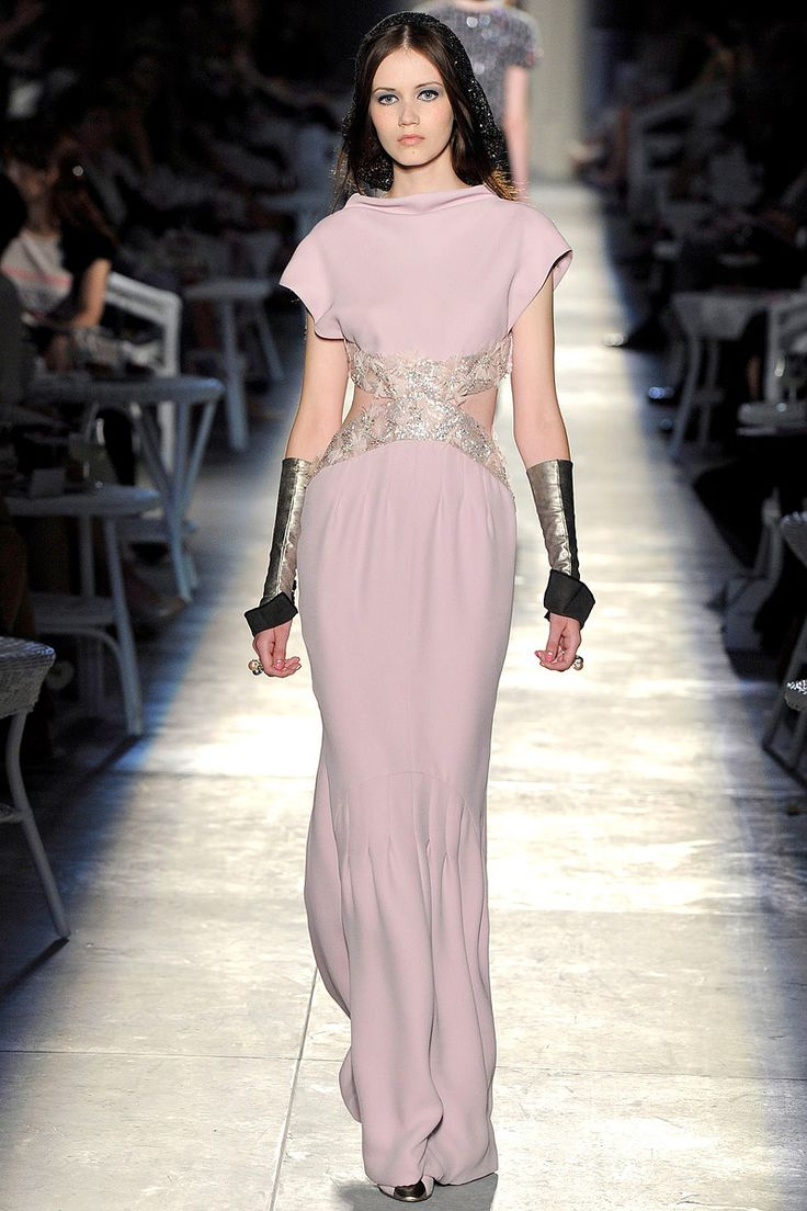 Chanel Fall 2012 Couture - Review - Fashion Week - Runway, Fashion Shows and Collections - Vogue - Vogue