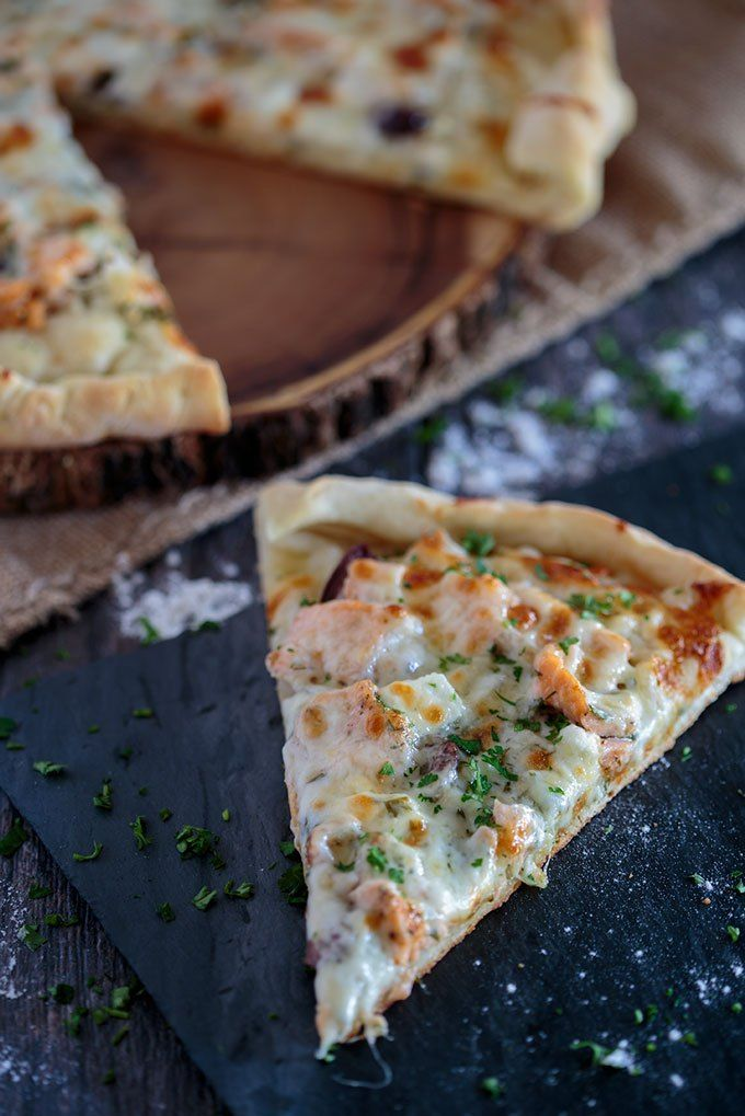 SALMON AND HERB PIZZA