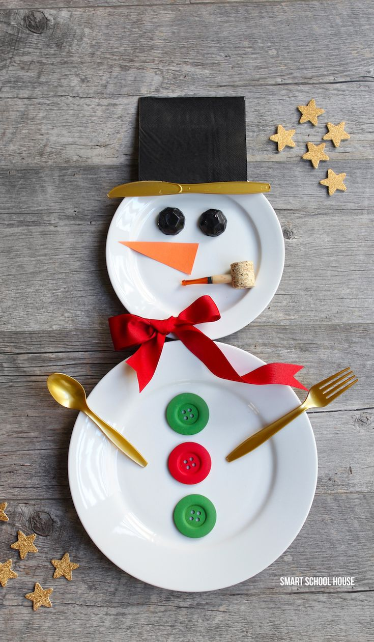 How to make a Snowman Place Setting for Christmas - I can think of a few people who would love to see this waiting for them at their spot on the table.