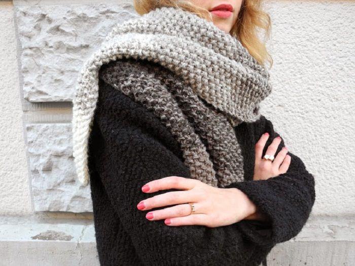 Un tutoriel pour les fans de tricot pour réaliser une écharpe à effet ombré en point de riz