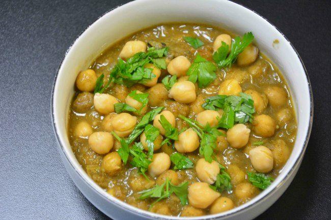 Chana masala er oppskriften på en herlig smaksrik indisk rett. Retten er vegansk med herlige kikerter/chana som er en fantastisk rett, kanskje til neste meatfree monday?