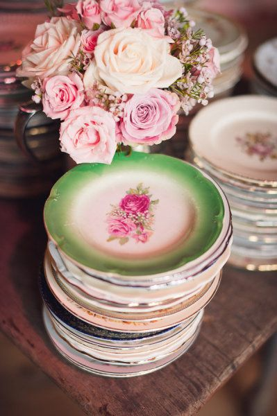 vintage plates: Old Dishes, Vintage Plates, Vintage Dishes, Dreams, Shabby Chic, Teas, Vintage China, Wooden Tables, Old China