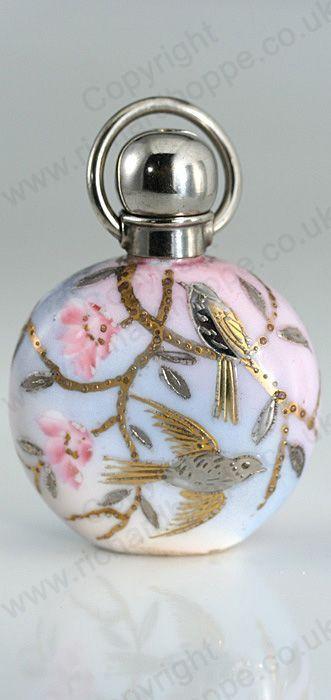 Tendance parfums ANTIQUE c.1900 PORCELAIN SCENT PERFUME BOTTLE WITH SILVER & GOLD GILT BIRDS Pric