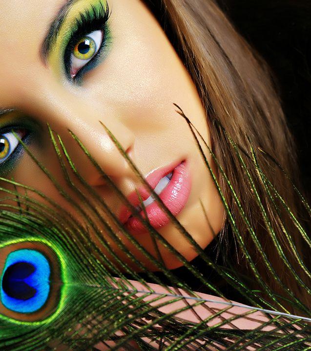 Eye Makeup, Eye Color, Eye Shadows, Beautiful, Eyemakeup, Eyeshadows, Peacocks Colors, Peacocks Feathers, Green Eye
