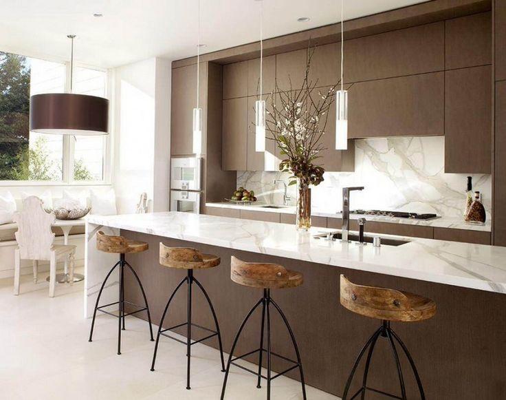 chaises de bar en bois et métal de style industriel chic et ilot en marbre blanc - cuisine / kitchen - marble